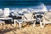 Deckchairs on a beach — Foto de Stock