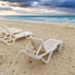 Deckchairs on beach — Foto Stock