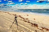 παλιά κάμερα στην παραλία — Φωτογραφία Αρχείου