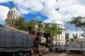 капитолий и паровоз — Стоковое фото