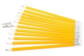 Twaalf nieuwe sinaasappelen potloden en puntenslijper — Stockfoto