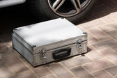 Kufr na zemi — Stock fotografie