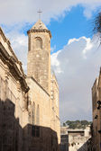 High campanile on Via Dolorosa street — Stockfoto