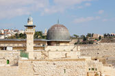 Dome of mousque of Al-aqsa with minaret — Stockfoto
