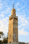 Old minaret in jewish quarter Jerusalem near synagogue — Stock Photo