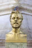 Bust of engineer Gustave Eiffel with dove — Stock fotografie