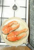 Saludable comer salmón — Foto de Stock
