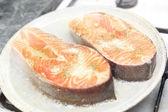 三文鱼的新鲜切片 — 图库照片
