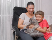 Mother and son with cat — Photo