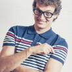 Portrait d'un homme avec l'amusement de studio n lunettes nerd — Photo