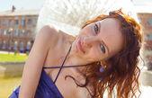 Redhead women near fountain summertime sunlit — ストック写真