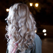 Blonde young girl, waves of the hairs, backside view, no face — Foto de Stock