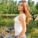 Female outdoor torso shot in profile — Stock Photo