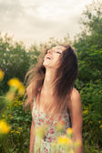 Pretty smiling girl on nature — Stock Photo