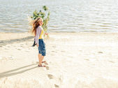 Beautiful girl in the morning on the beach. — Stock Photo
