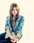 Sevimli kız kot pantolon — Stok fotoğraf