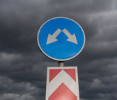 Road sign against cloudy sky — Stock Photo