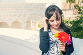 Brunette with flowers in her hands — Foto Stock