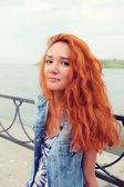Femme aux cheveux rouge — Photo