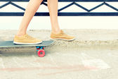 Skateboarder feet — Stock Photo