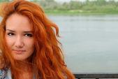 Jeune fille aux cheveux rouge — Photo