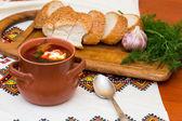 Ukrainischer borschtsch und brot — Stockfoto