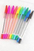 Barva pera na kontrolované papírový Poznámkový blok — Stock fotografie