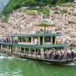 Excursion the ship sails on the Yangtze River — Stock Photo