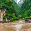 Chinese village and a boat on the Yangtze River — Stock Photo