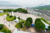 Tourists walk on the viewing platform Three Gorges Dam — 图库照片
