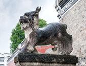 Chinese stone statue near the monastery — Stock Photo