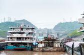 SANDOUPING-AUGUST 21: Chinese ships standing near the Three Gorg — Stock Photo