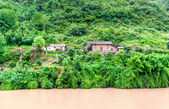 Travel on the Yangtze River, with beautiful views of the mountai — Stock Photo