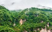 Cesta na řece jang-c-s výhledem na vodopád — Stock fotografie
