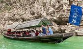 Turister som reser med kanot på yangtze-floden — Stockfoto