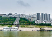 Journey on the Yangtze River with views of the city and the Chin — Stock Photo