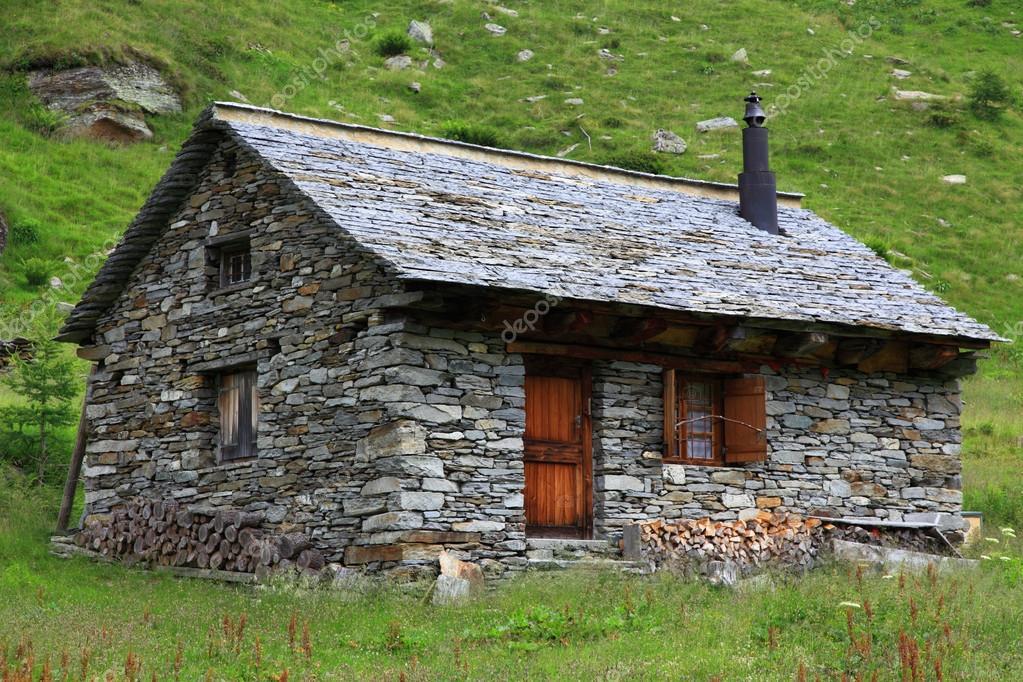 Baita alpina foto stock dim154 16048695 for Piani e foto di cottage in pietra