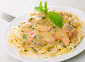 Pasta with mushrooms, smoked sausage and cream sauce with basil — Stock Photo