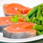 Salmon with green bean — Stock Photo #16183875