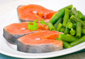 Salmon with green bean — Stock fotografie