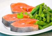 Salmon with green bean — Stock Photo
