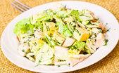 Piastra con una fresca insalata caesar — Foto Stock
