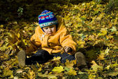 Boy relaxing in autumn — Stockfoto