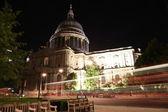 St. Pauls Cathedral. London at night — Stock Photo