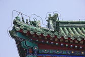 Eave of the Chinese ancient building with creature sculpture, Beijing — Stock Photo