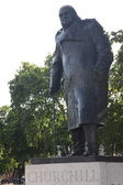 London - Winston Churchill statue by parliament — Stock Photo