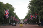 O shopping é decorado com bandeiras de jack de União em Londres — Fotografia Stock