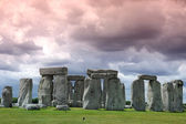 Stonehenge historic site on green grass under cloud sky. Stonehe — Stock Photo