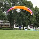 Parachutists landing — Stock Photo #23670591