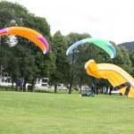 Parachutists landing — Stock Photo #23670877